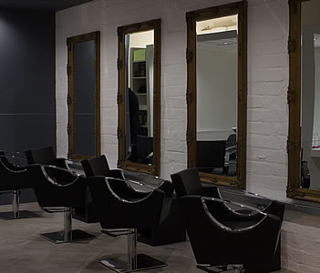 BOOK ONLINE with Andrew Watson Hairdressing